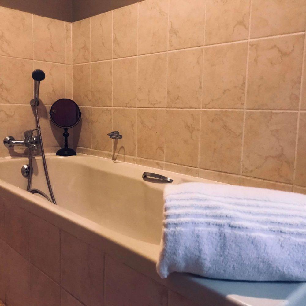 Self cater bath room 1