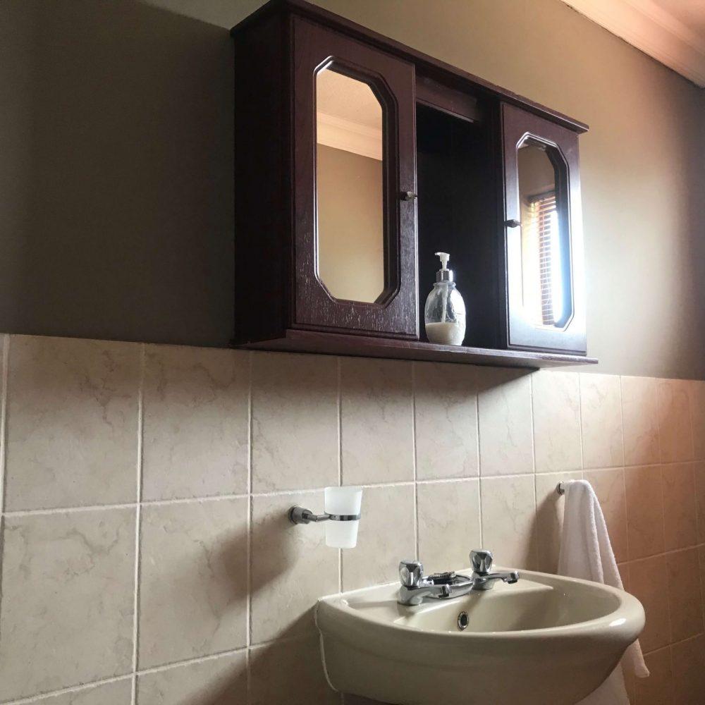 Self cater bathroom vanity