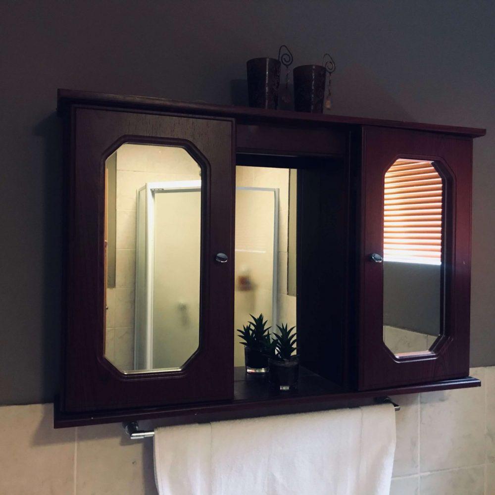 Self cater bthroom vanity
