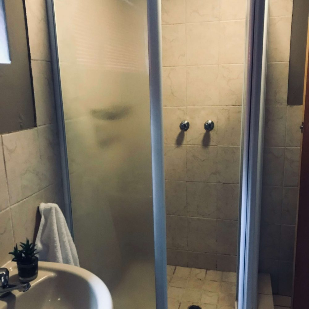 Self cater shower room 2